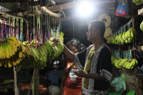Yunus Lay menjual sayur, menabung untuk masadepan