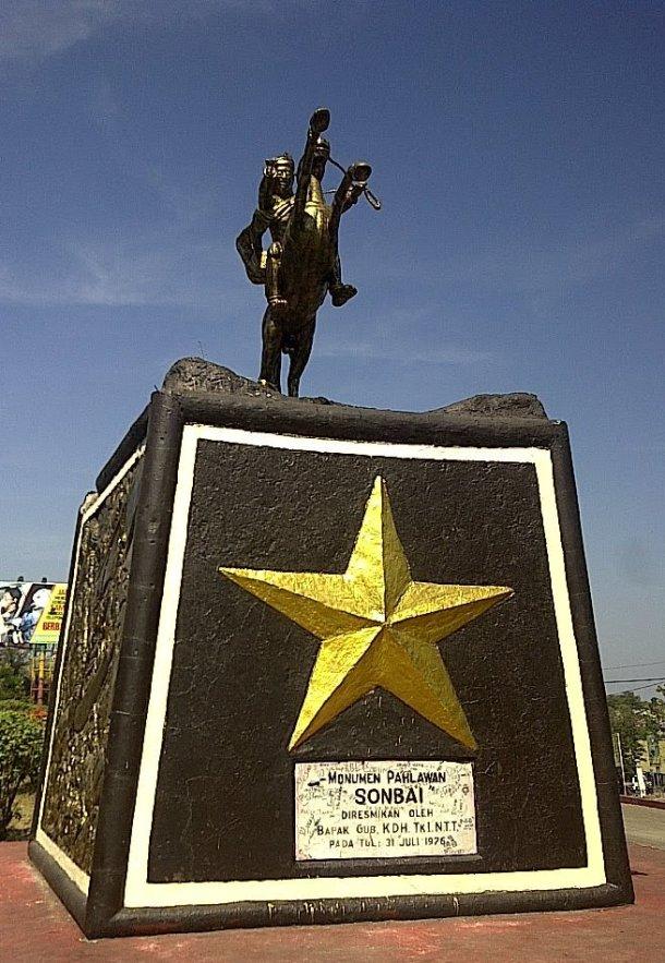 Patung Sonbai {Sumber: http://wisatasambilkerja.blogspot.com/}
