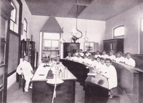 Pendidikan Dokter : 75 TahunPertama*