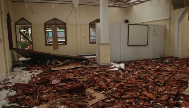 Kondisi Masjid Nurhidayah milik jemaah Ahmadiyah pasca pengrusakan di Kampung Cisaar, Cipeuyeum, Cianjur, Jawa Barat, Sabtu (18/2). [Sumber foto: TEMPO/Prima Mulia]