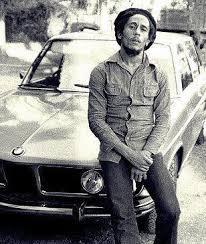 Bob Marley dan mobil BMW-nya. [sumber: filckr]