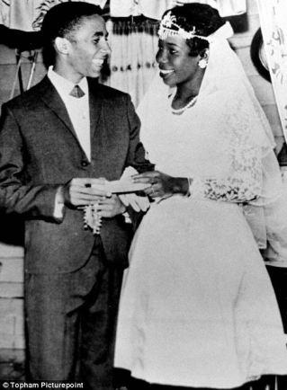 Pernikahan Bob Marley dan Rita Anderson di tahun 1966. [Sumber: www.dailymail.co.uk]